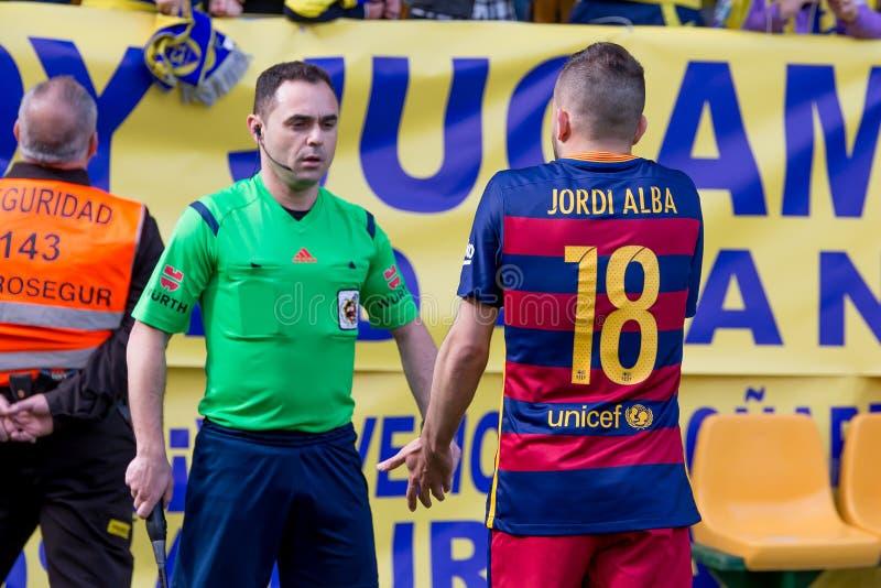 Jordi Alba habla al árbitro en el partido de Liga del La entre el Villarreal CF y el FC Barcelona fotografía de archivo libre de regalías