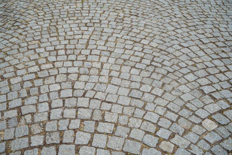 Jordmodell av yttersida för trottoar för grå textur för tegelstengranitsten utomhus- fot- i bakgrund för modell för busefyrkantsn royaltyfri foto