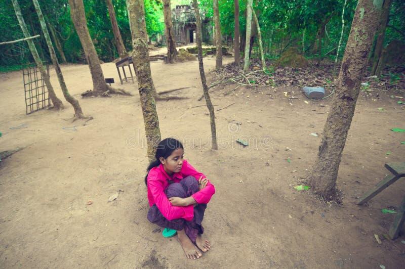 jordning inom för somta för lady sittande barn royaltyfri fotografi