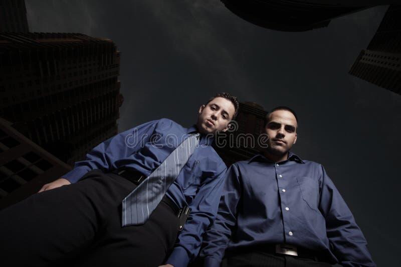 jordning som ser män arkivfoton