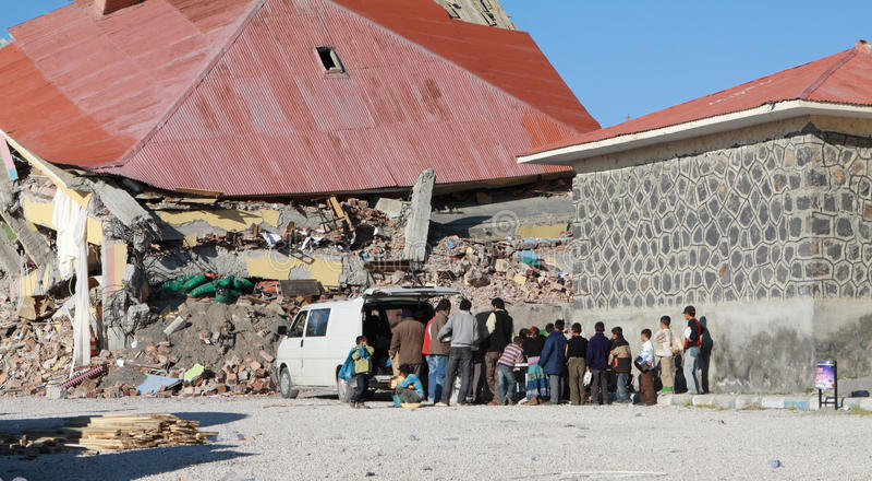 jordskalv gedikbulak skåpbil by royaltyfri bild