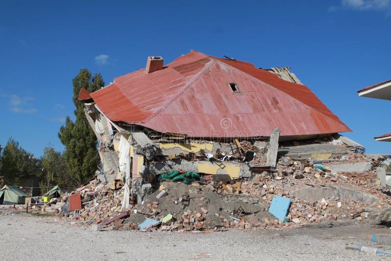 jordskalv gedikbulak skåpbil by arkivfoton