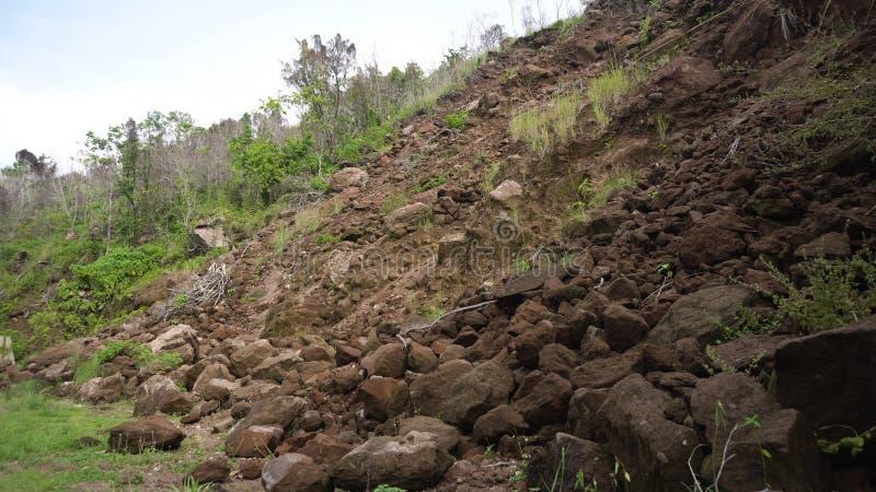 Jordskred på bergvägen Camiguin öFilippinerna arkivbild
