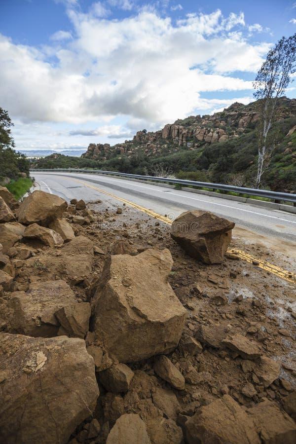 Jordskred som blockerar Los Angeles Canyon Road arkivbilder