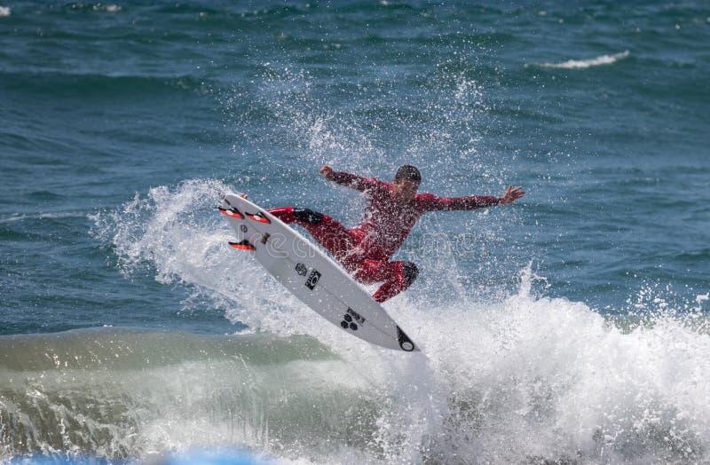 Jorgann Couzinet konkurriert im US Open des Surfens 2018 stockfotografie