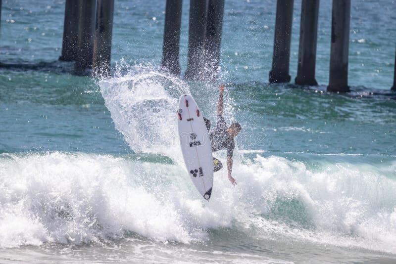 Jorgann Couzinet konkurriert im US Open des Surfens 2018 stockbild