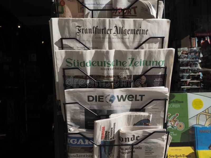Jornais alemães em Turin fotos de stock royalty free