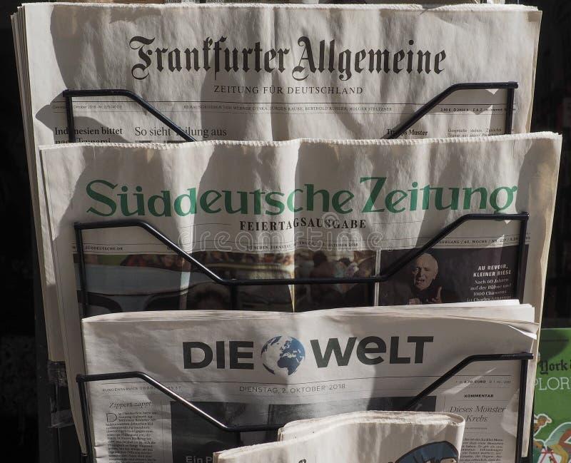 Jornais alemães em Turin foto de stock