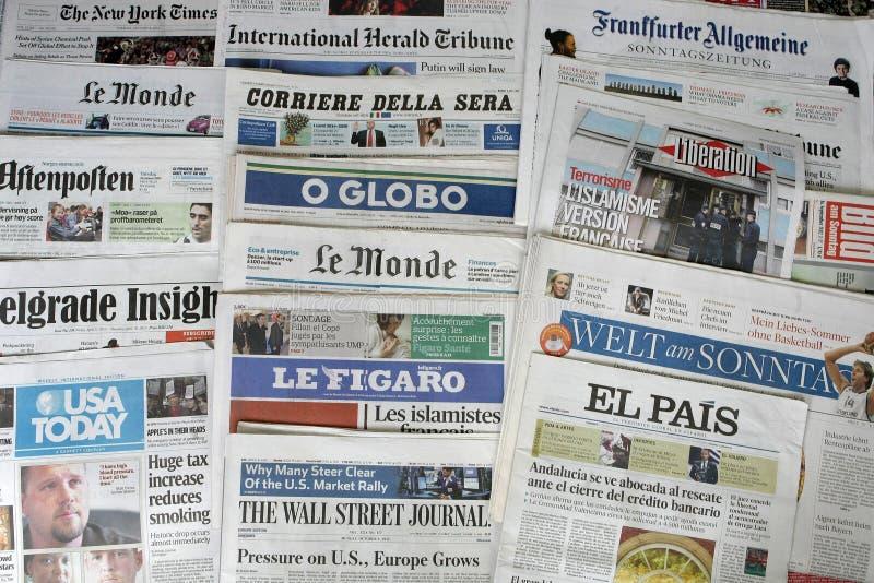 Jornais do mundo imagens de stock royalty free