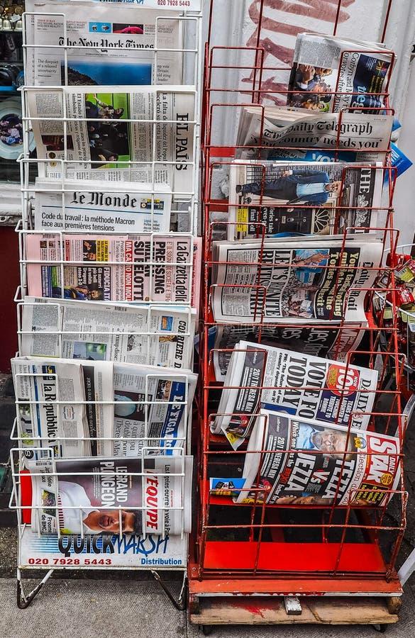 Jornais em Londres (hdr) fotos de stock royalty free