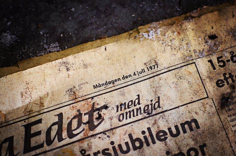 Jornal abandonado foto de stock