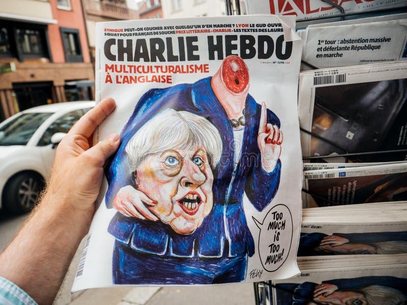 Jornal de Charlei Hebdo Theresa May sobre eleições de Theresa May fotos de stock
