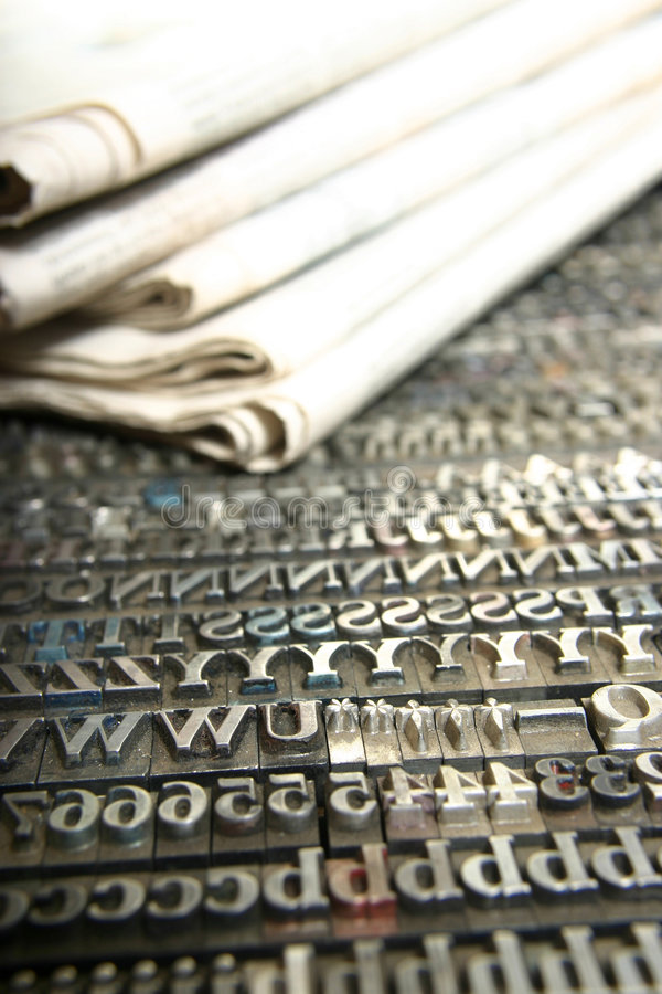Jornal e tipo móvel fotos de stock