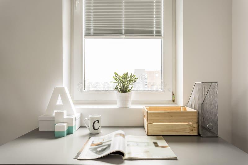 Jornal na mesa fotografia de stock