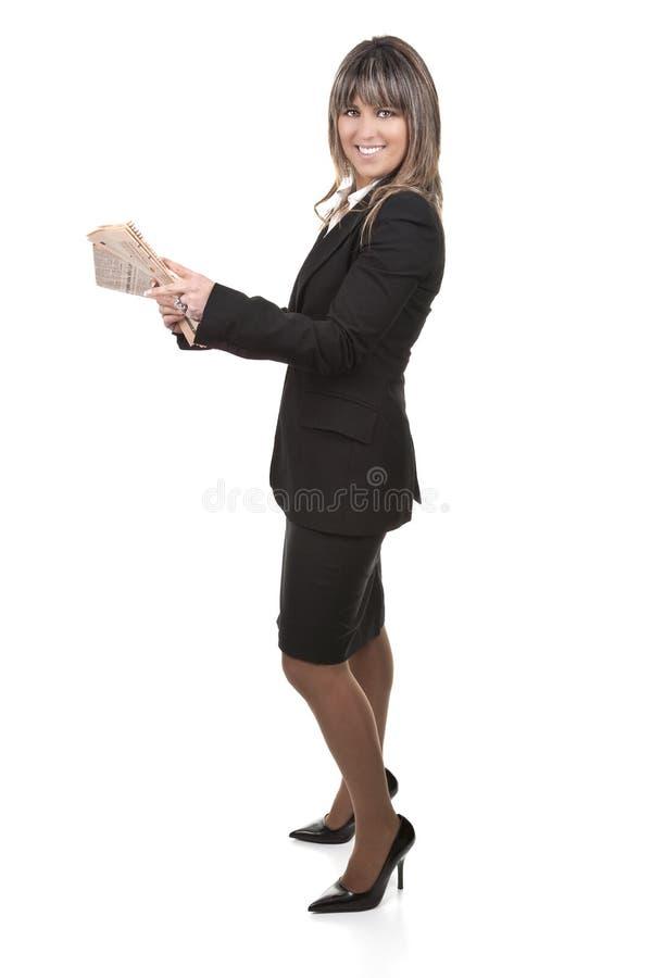 Jornal novo bonito da terra arrendada da mulher de negócios imagens de stock royalty free
