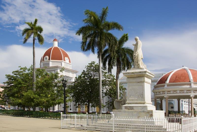 Jose Marti en Stadhuis in Cienfuegos, Cuba royalty-vrije stock foto