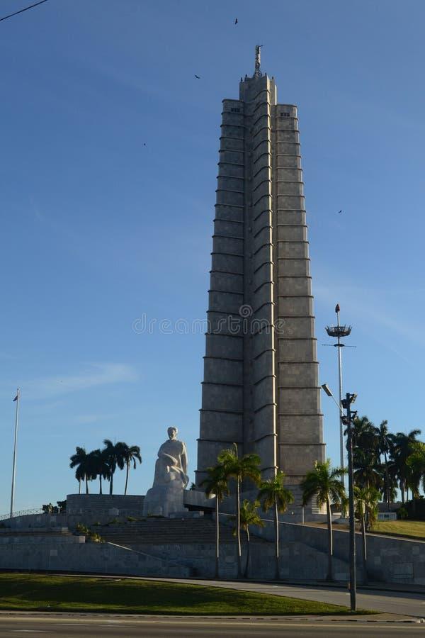 Jose Marti minnesm?rke i revolutionfyrkant p? havannacigarren, Kuba royaltyfri foto