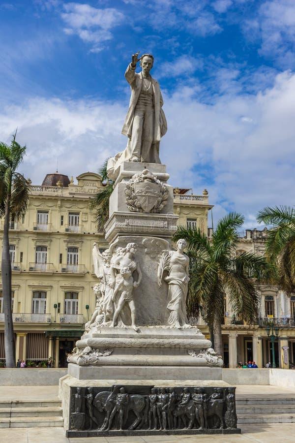 Jose Marti Monument på den Parque centralen i havannacigarr arkivbilder