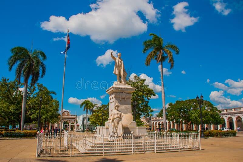 Jose Marti statua w Cienfuegos placu który niesie jego imię lub zabytek Kuba obrazy stock