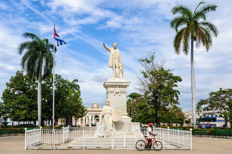 Jose Marti statua w głównym placu Cienfuegos, Kuba fotografia stock