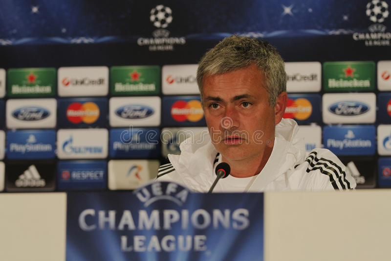 Jose Mourinho av Chelsea - presskonferens royaltyfri bild