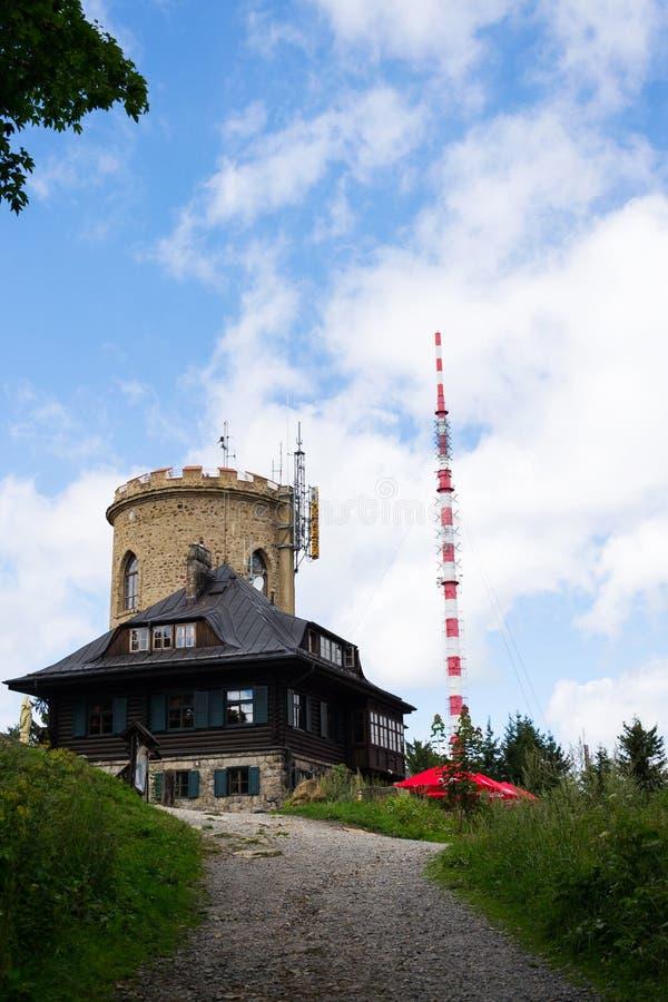 Josefs utkiktorn på monteringen Klet, Blansky skog, Tjeckien arkivfoto