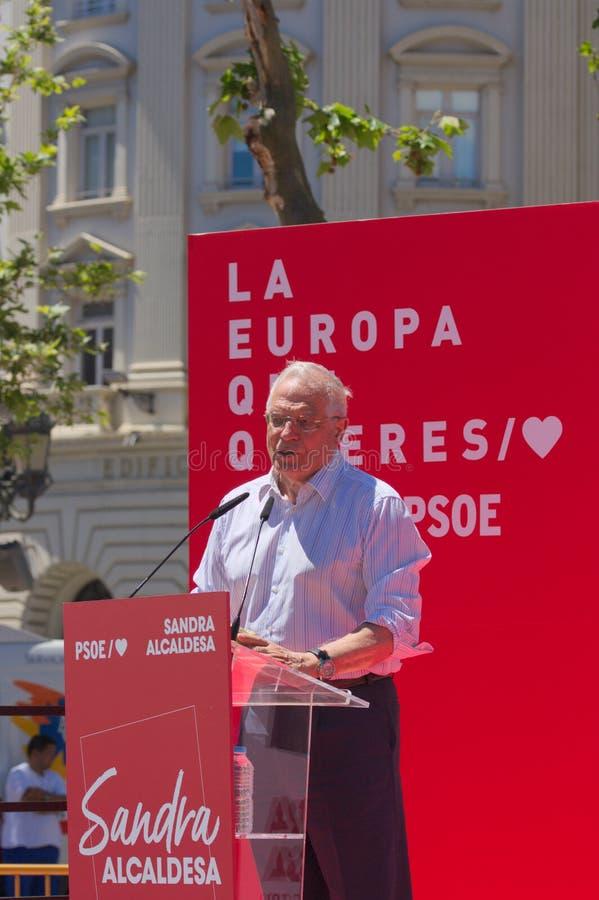 Josep Borrell die een toespraak geven bij het Plein del Ayuntamiento in Valencia stock afbeelding