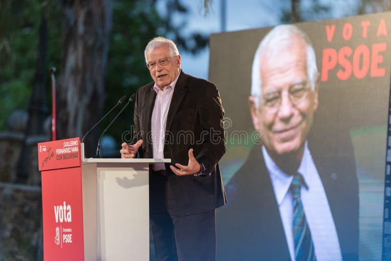 Josep Borrell, PSOE-kandidaat in de Europese verkiezingen, tijdens zijn die toespraak op de vergadering in Caceres wordt gehouden stock fotografie