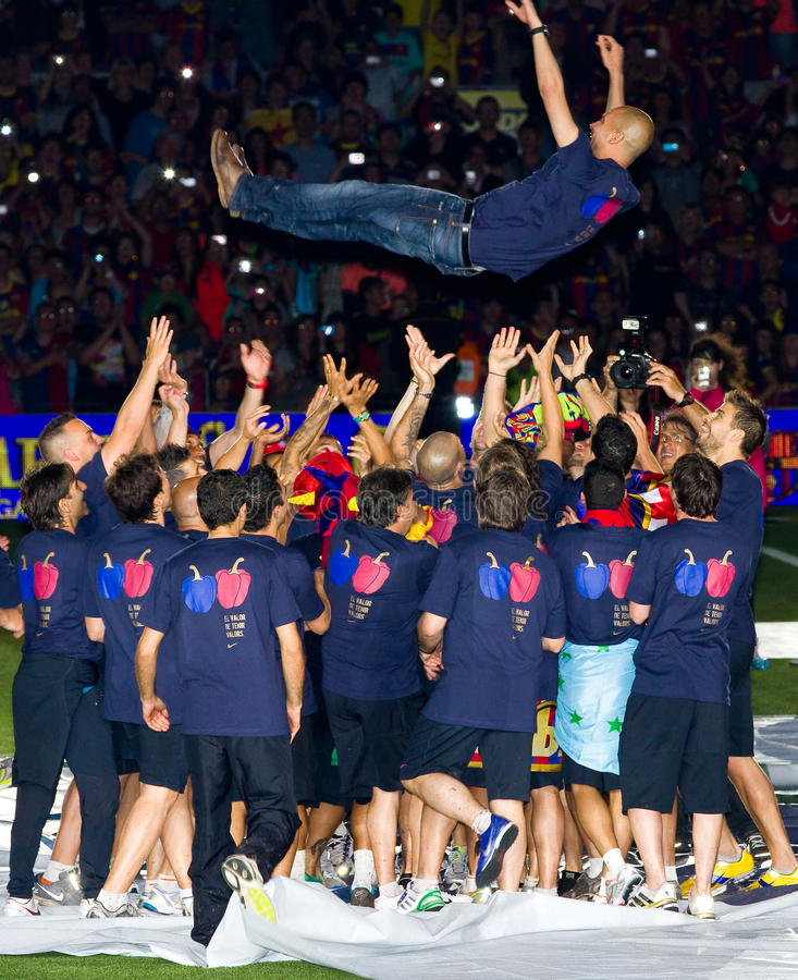 Josep Guardiola und FC Barcelona Spieler lizenzfreie stockbilder