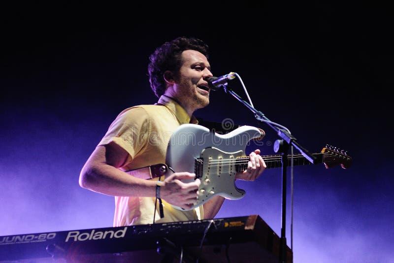 Joseph Mount, cantor e guitarrista de Metronomy fotos de stock royalty free