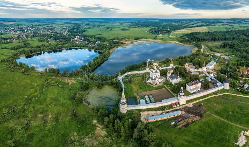 Joseph-Volokolamsk kloster- och Joseph damm arkivbild