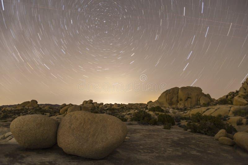 Joshua drzewa park narodowy nocy gwiazda Zaświecający krajobraz fotografia royalty free