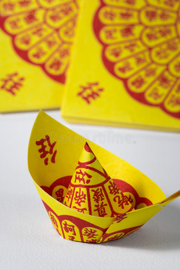 Joss Paper Chinese Tradition para desaparecidas las bebidas espirituosas del ` s del antepasado imagenes de archivo