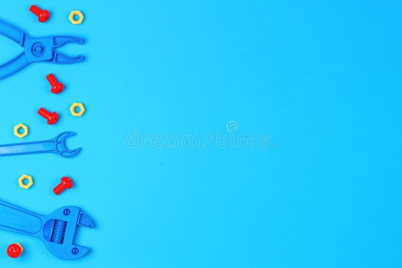 Joue le fond Toy Tools sur le fond bleu Vue supérieure image libre de droits
