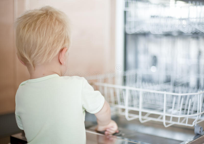 Jouer de bébé garçon images stock