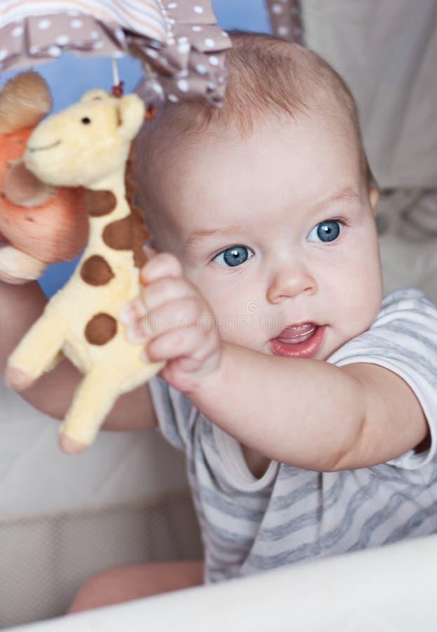 Jouer De Bébé Garçon Images libres de droits