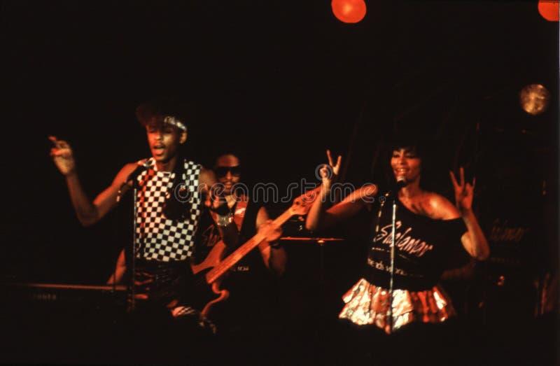 Jouer de bande de Shalamar vivent dans le début des années 1980 du R-U fin 1970 s images libres de droits