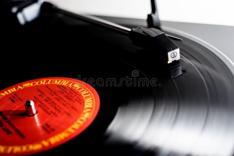Jouer de disque vinyle image libre de droits