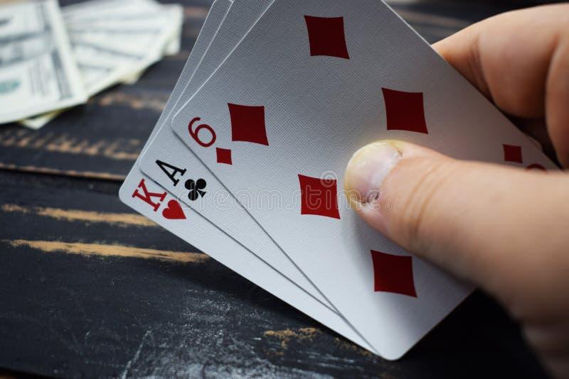 Jouer des cartes pour l'argent, dollars photo stock