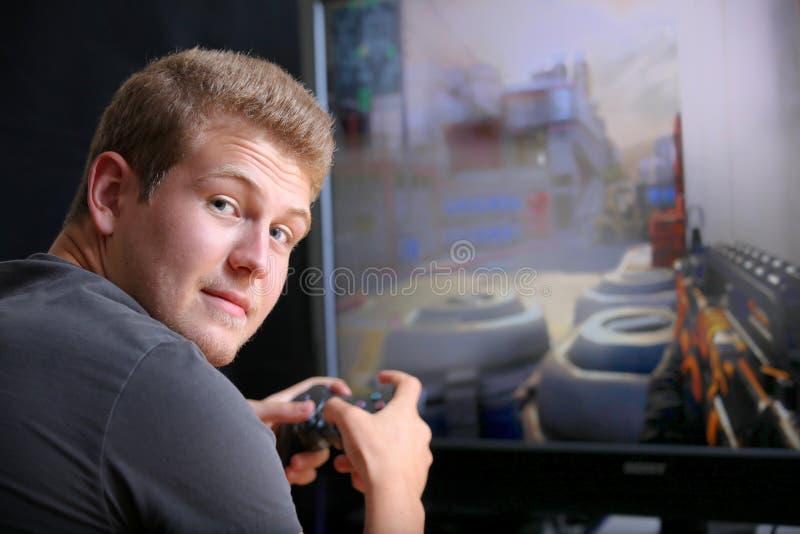Jouer le jeu vidéo images stock