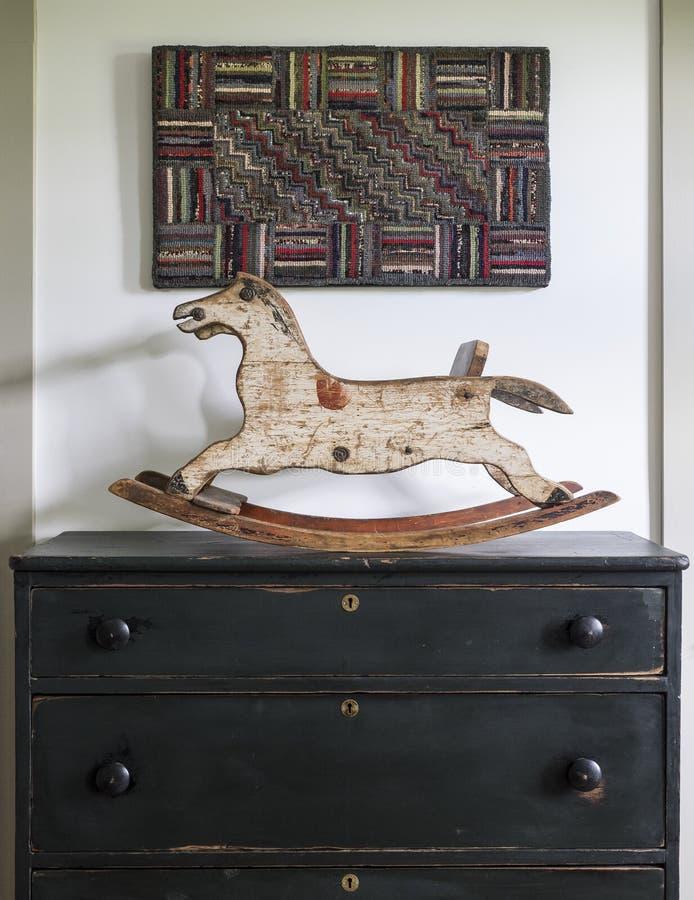 Jouet antique de cheval de basculage image libre de droits