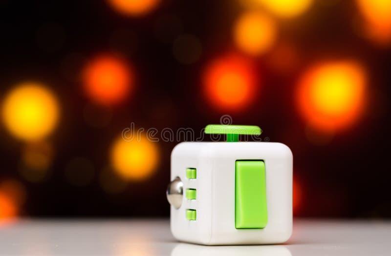 Jouet d'effort de cube en personne remuante anti Le détail du jouet de jeu de doigt utilisé pour détendent Instrument placé sur l photographie stock