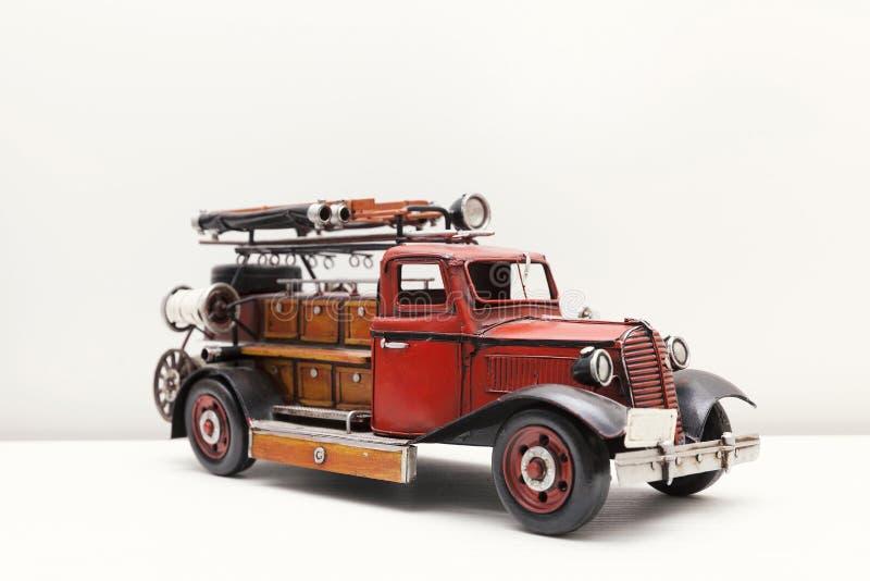 Jouet de voiture du feu images libres de droits