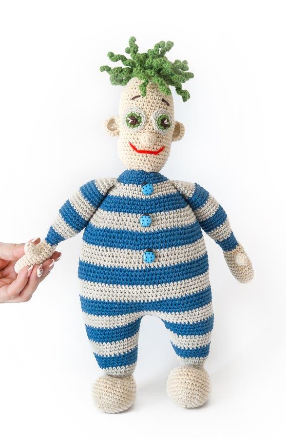 Jouet tricoté - un petit homme photo stock