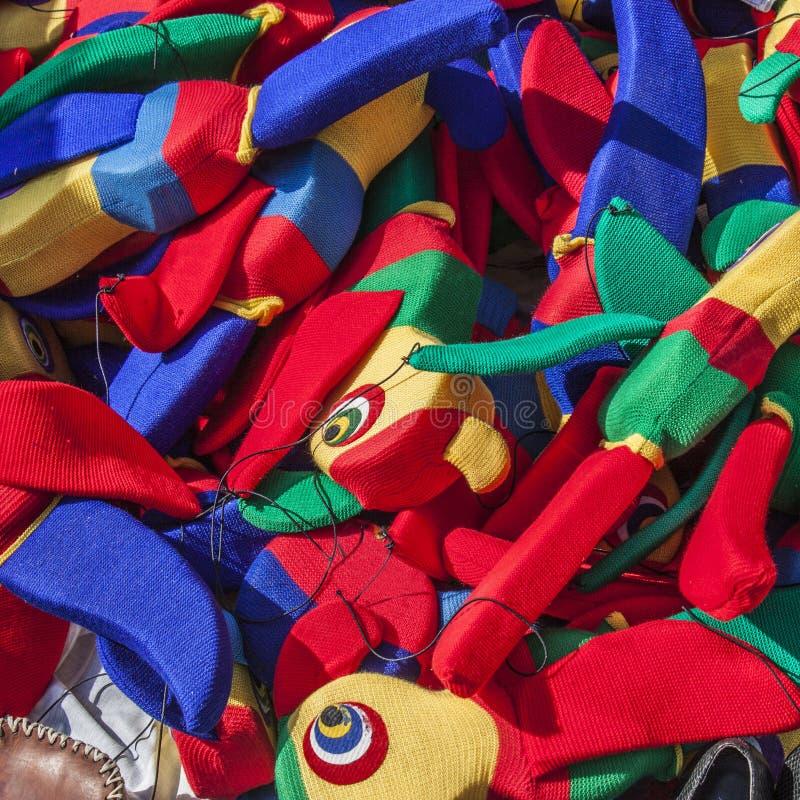 Jouets des perroquets colorés photos stock