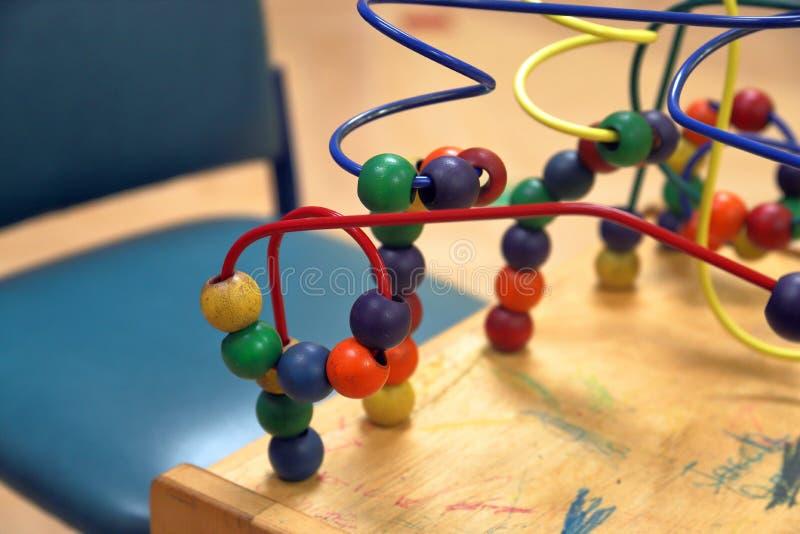 Jouets pour enfants dans la salle d'attente médicale image libre de droits