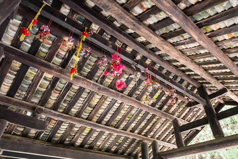 Jouets sur le plafond du pont de Chengyang de personnes de Dong images stock