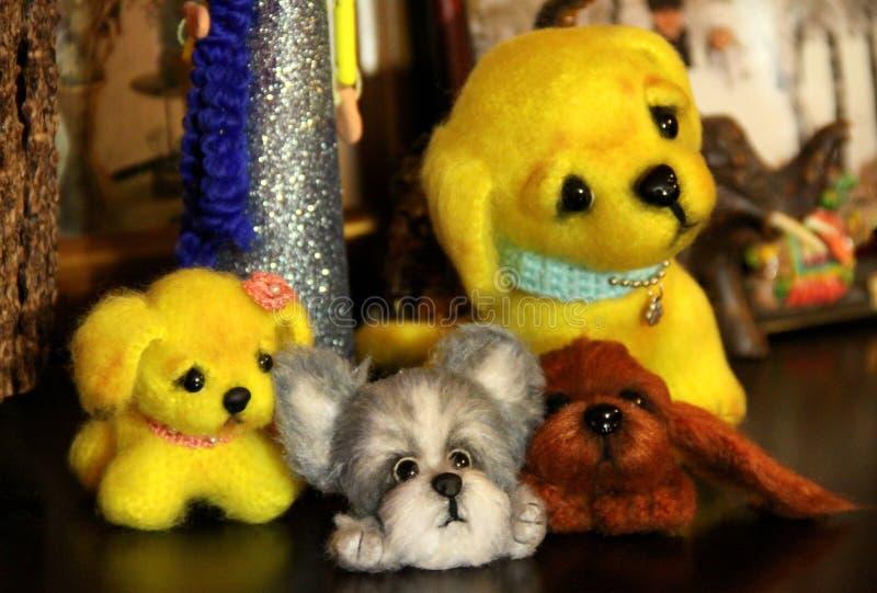 Jouets tricotés fabriqués à la main image stock