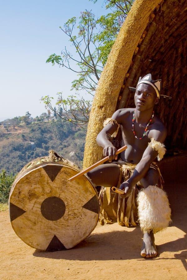 Joueur africain de tambour de zoulou images libres de droits