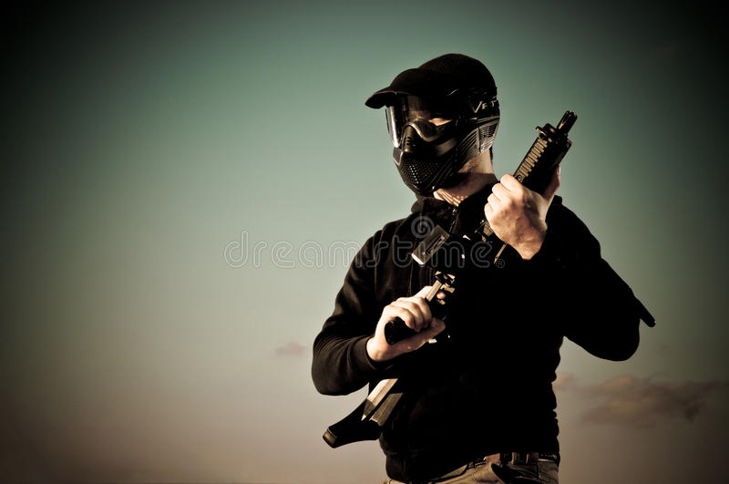 Joueur d'Airsoft photo stock